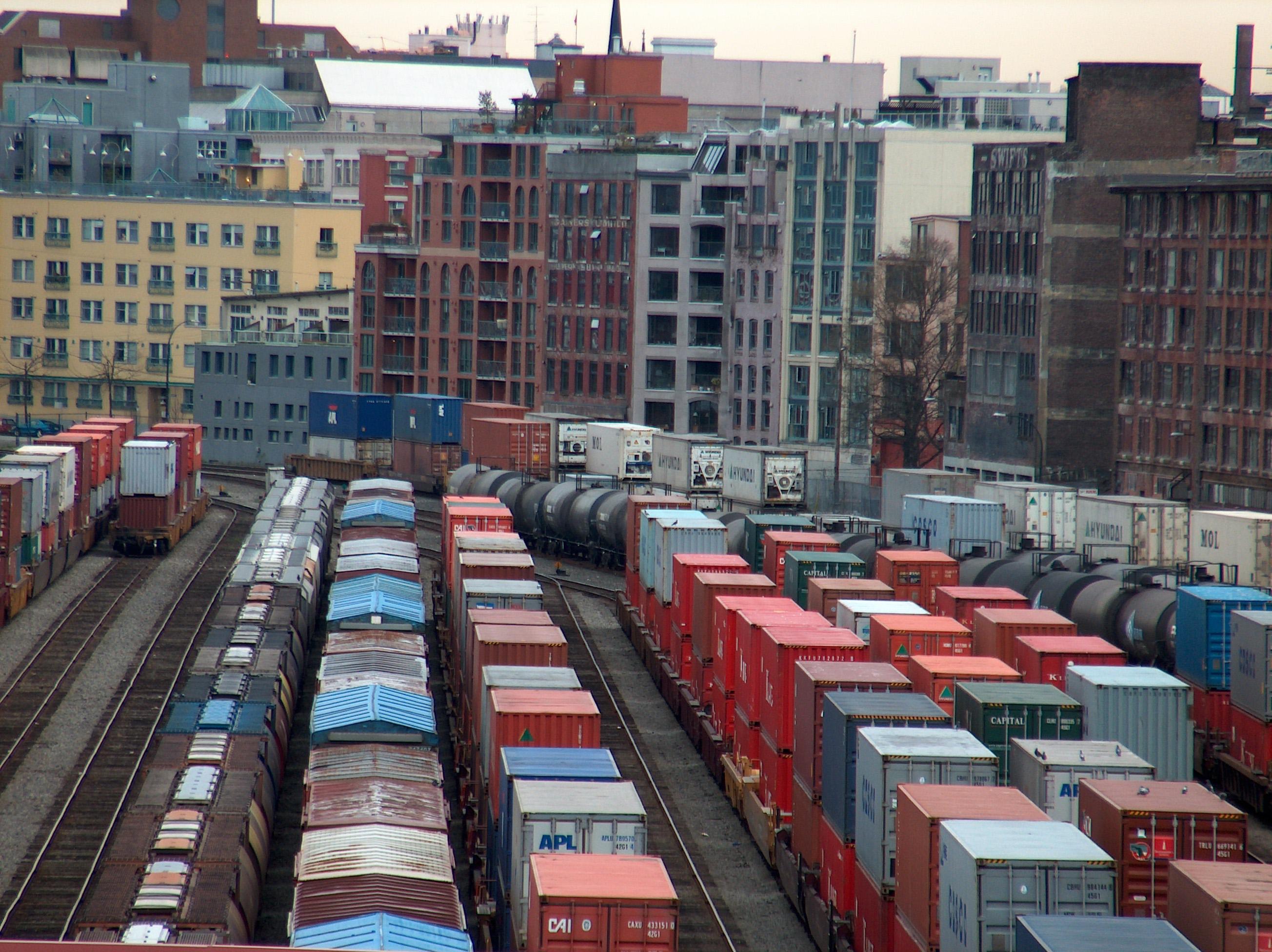 containers-en-tren